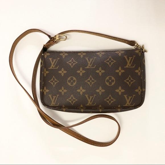 c5c9fc7ffc2b Louis Vuitton Handbags - 🔥1 DAY SALE🔥 Pouch Crossbody